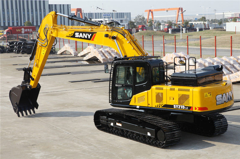 Heavy excavator hydraulic components maintenance