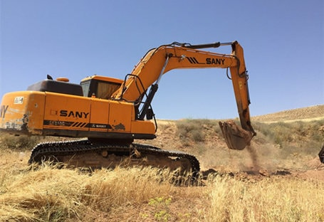 SANY SY210 excavator in a natural gas pipeline project