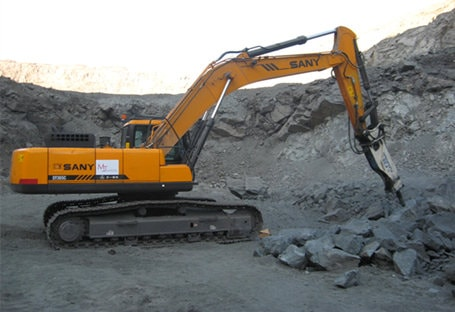 SANY SY365C in high-rigidity ore crushing project