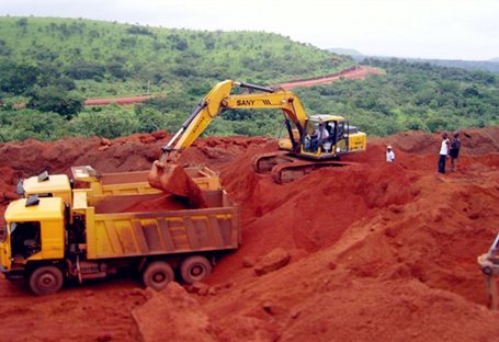 SY335C used in Nigeria for red earth loading