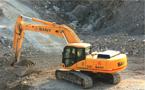 SANY SY235C excavators used in iron ore mining and loading