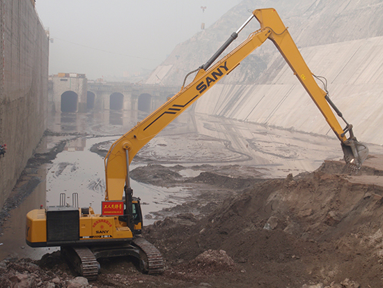 SANY long-reach excavators used in Xiangjiaba Hydropower Station