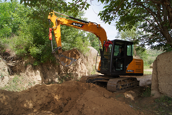 SANY SY55C small excavators used in the water pipe network reconstruction project