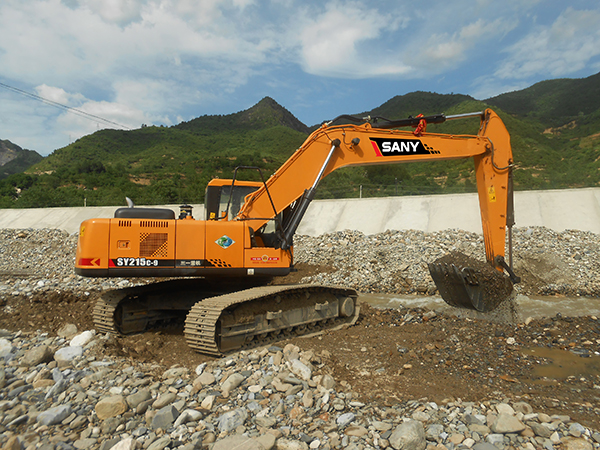 SANY SY215C-9 excavators used in sand excavation in Gansu