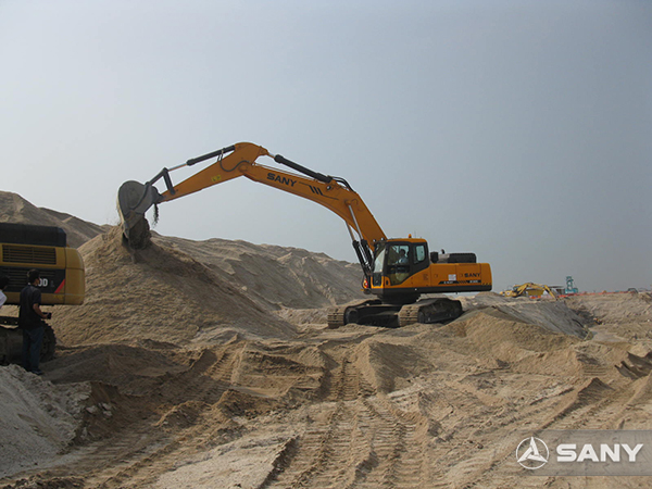SANY SY235C excavators used in reclamation project in Singapore
