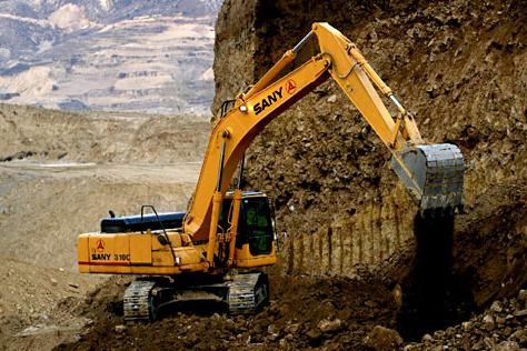 SANY excavators used in the construction of Arkansas interstate highway