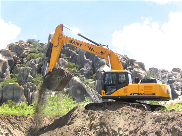SANY hydraulic excavator SY215 In use in urban construction in Curitiba