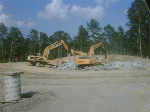 SANY 21.5 ton medium excavator SY215C used for quarrying in America