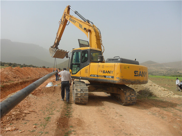Pakistani client purchases SANY 21 ton medium excavator SY210C8 for natural gas pipeline laying