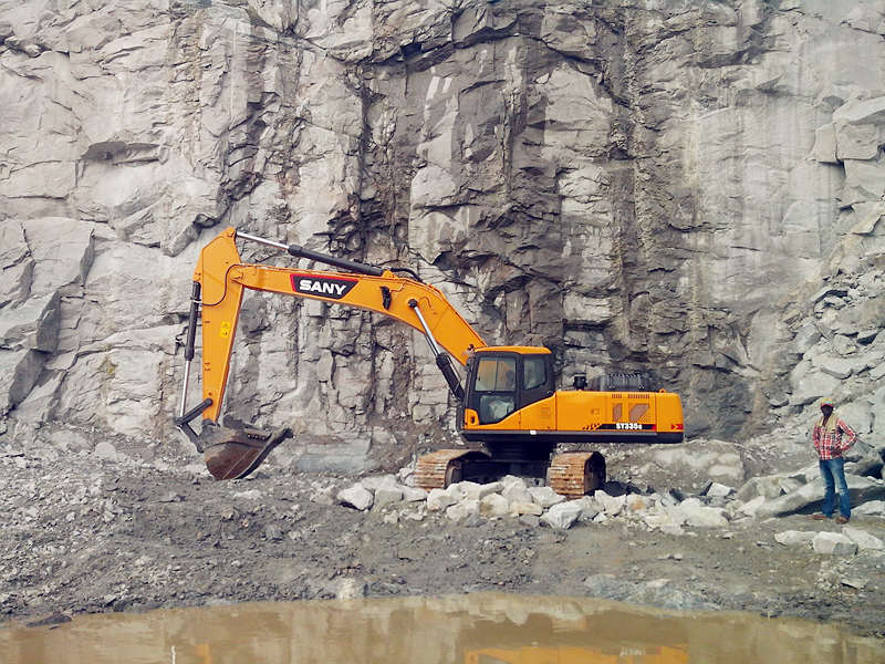 SANY excavator working in a quarry project in North Africa.jpg