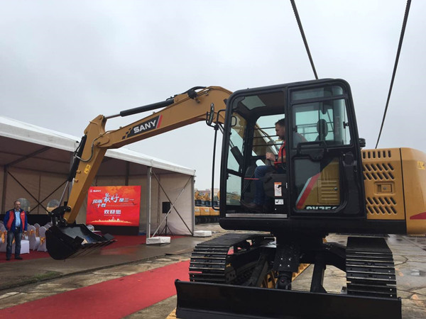 Britain Earth Mover journalist test drive SANY SY75C