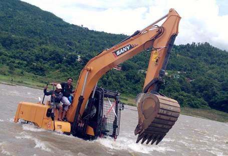 Maintenance for excavators working in the water
