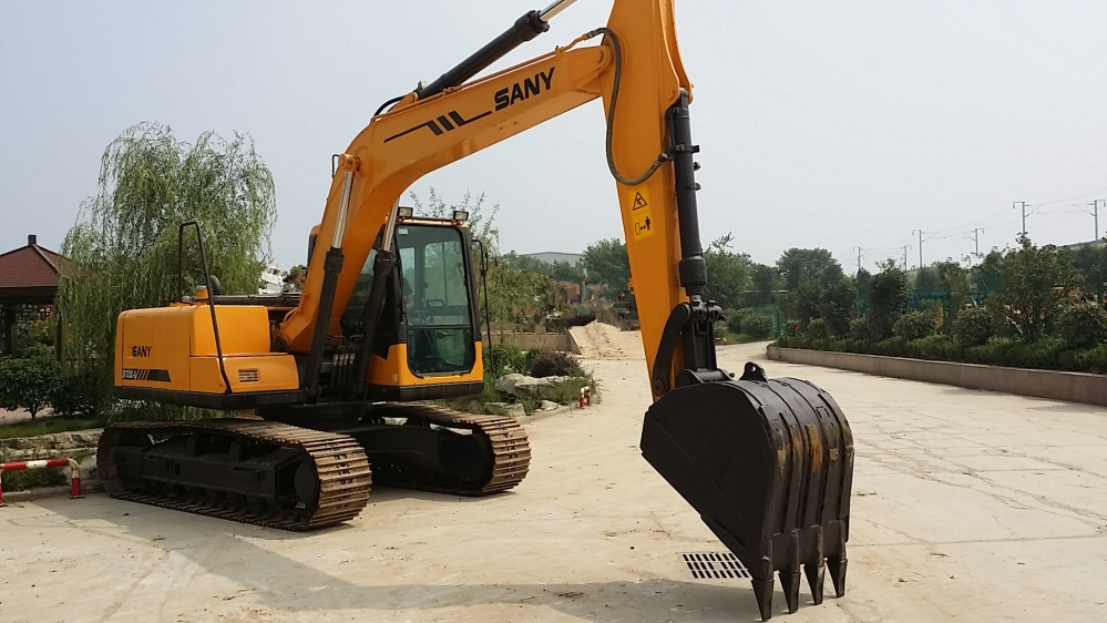 Excavator machine's operation knowledge for green hands