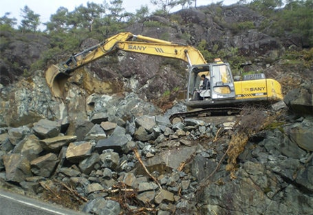 SY240C in mountain road digging project
