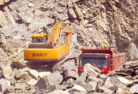 SY335C used in the quarry project