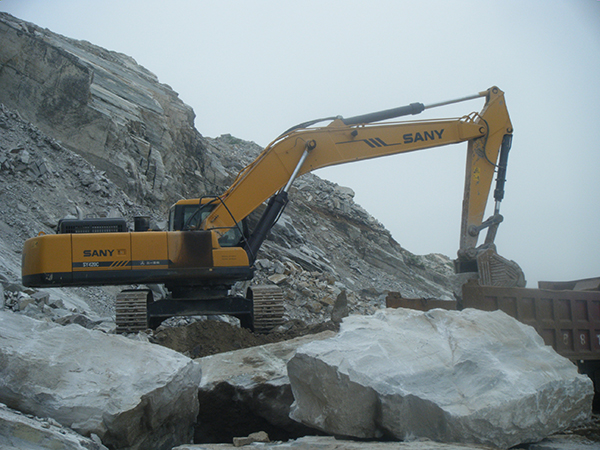 SANY SY365H excavators used in quarry of Lianyungang, Jiangsu province