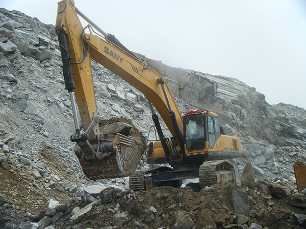 SANY SY420 excavators used in quarry of Liangyungang