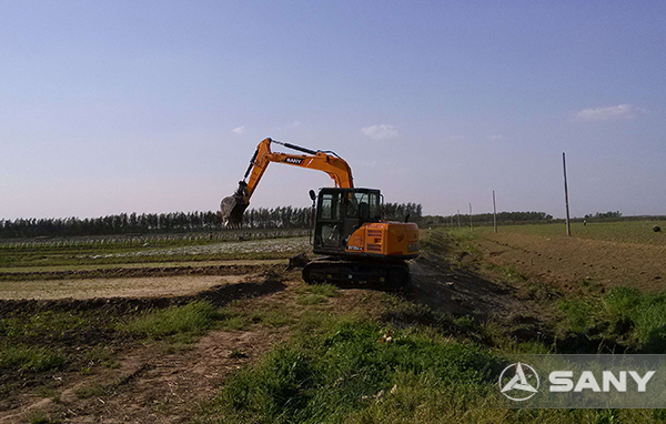 SANY SY75 excavators used for farmland renovation in Guangxi