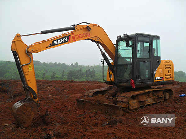 SANY SY75 excavators used in Sichuan's tourism project