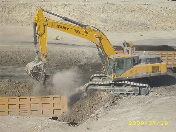 SANY SY420 excavators used in coal mining project in Xinjiang
