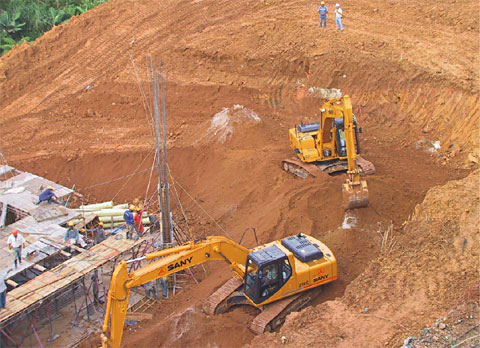 SANY SY210C excavators used in residential houses construction in Sabaneta