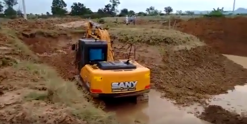 SANY 13.5 ton small excavator SY135C used in ditching in Australia