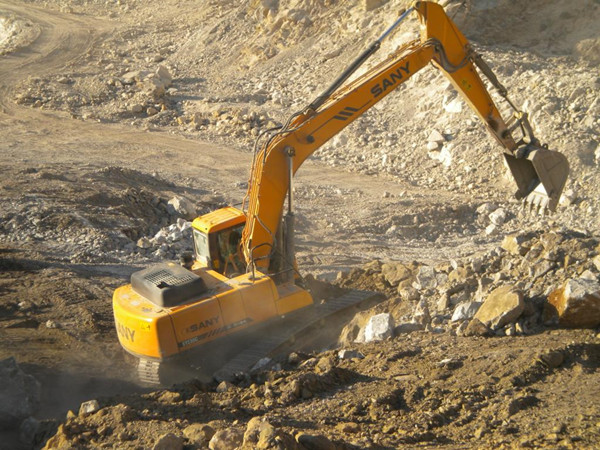 SANY 13.5 ton small excavator SY135C used in a quarry project in Iran